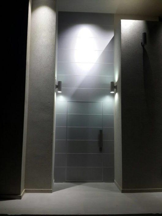 דלת כניסה פלדיניום מסדרת קו אפס ללא פס מודגש.