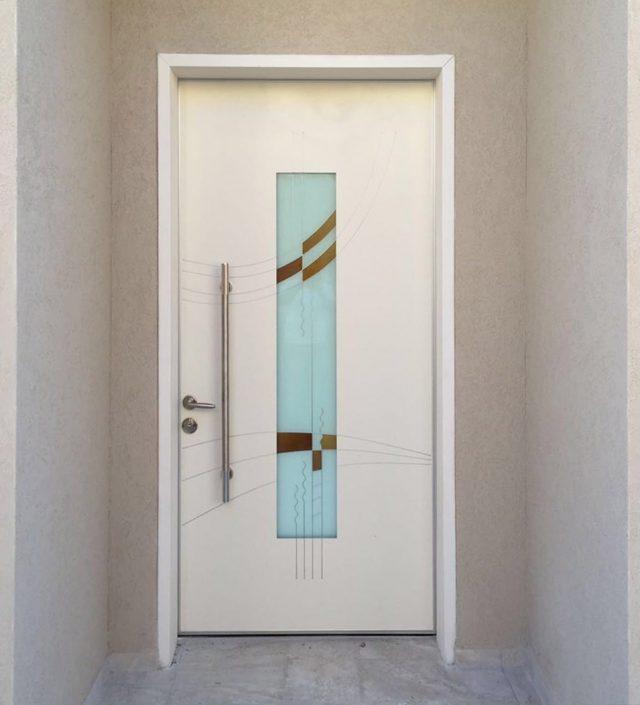 דלת פלדיניום עם ויטראז' בטכניקת הדפסה מובלטת