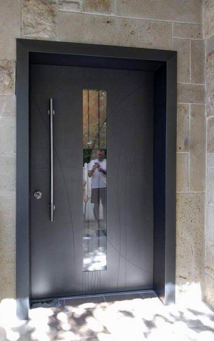 דלת דגם D9492 ויטראז' בשילוב צביעה חלקה