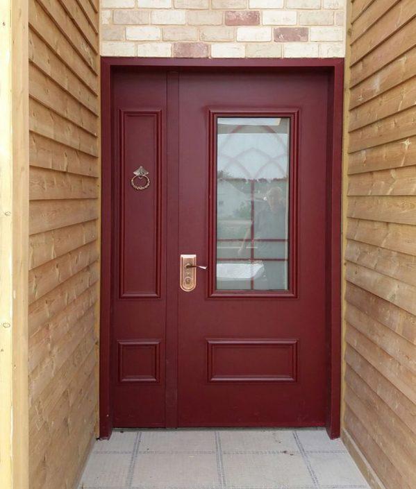 דלת כנף וחצי סדרת נפחות בצבע בורדו