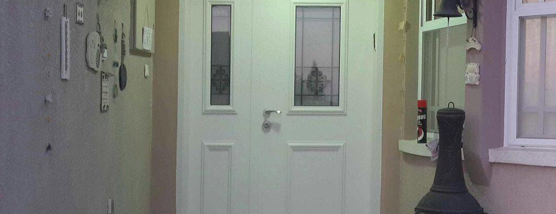 דלת כנף וחצי מסדרת נפחות בלבן