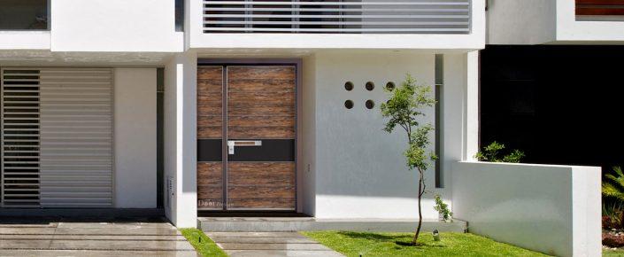 דלת מסדרת פלדיניום בחיפוי דמוי עץ