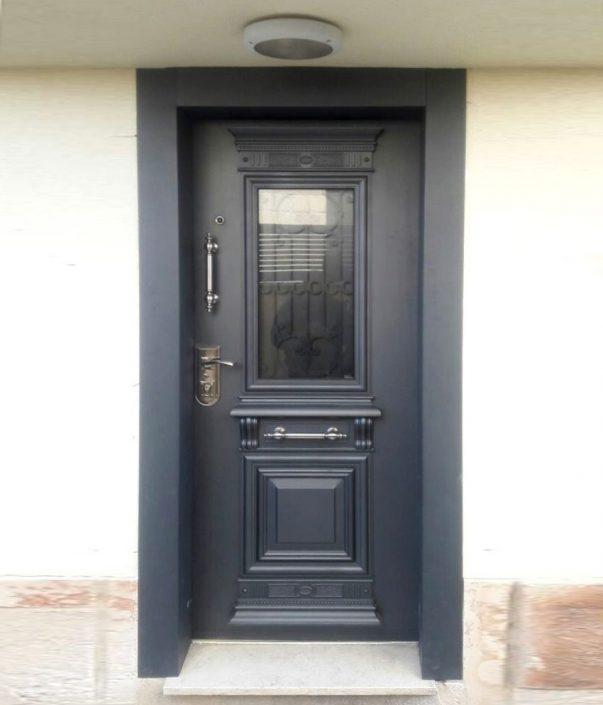 דלת כניסה פלדה בסגנון יווני קלאסי